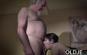 girl verführt mann zum sex