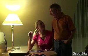 enkelin hat sex mit opa auf deutsch