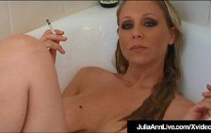 mia julia fickt in der badewanne