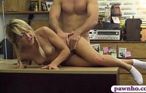 videos von frauen mit kleinen brüsten xnxx